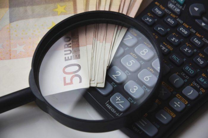 calculate-calculator-close-up-221174